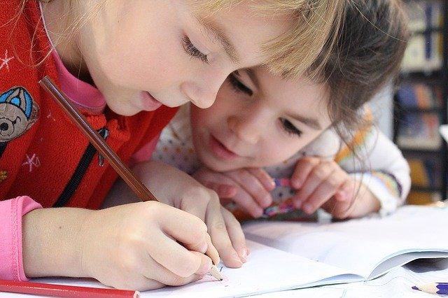 éducation enfant avec la méthode Montessori